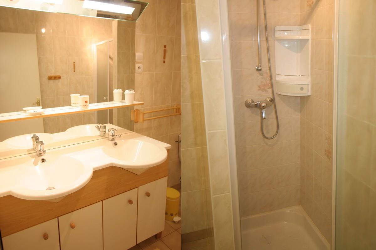 gites vend e avec piscine chauff e. Black Bedroom Furniture Sets. Home Design Ideas